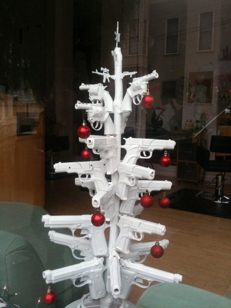 χριστουγεννιάτικο δέντρο όπλα