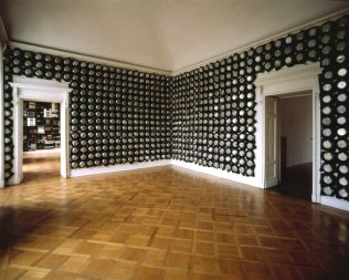 Εγκαίνια της έκθεσης Σχισμές – Συρραφές του Alfredo Romano
